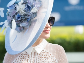 L' Omarins Queen's Plate people