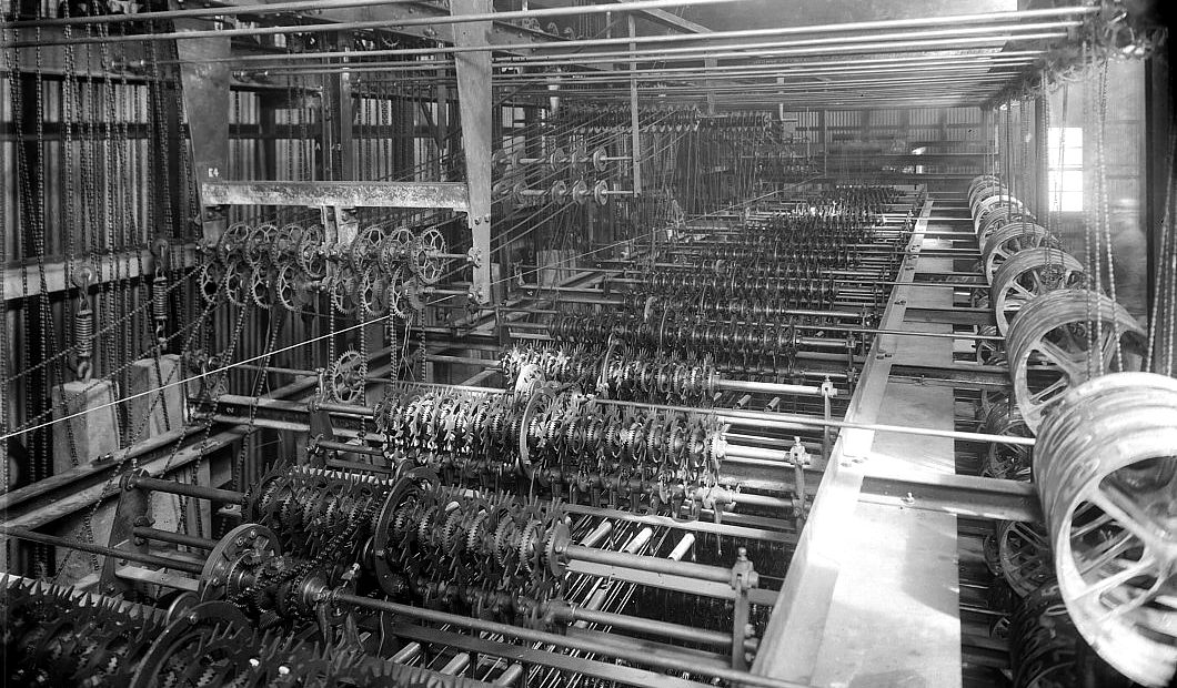 Inner workings 1st automatic tote board 1913